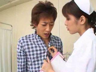 セクシー ホット アジアの 日本語 看護師 gives ホット フェラチオ へ 彼女の 患者