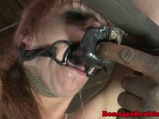 Zorlap daňyp sikmek sub bella rossi temmi berilen with clamps