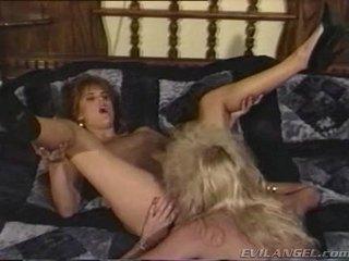 2 лесбіянка немовлята licking, фінгерінг & toying кожен інші holes