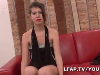 Premiere sodo difficile ibuhos cette jeune ado francaise lors de son sensurahin pornograpiya