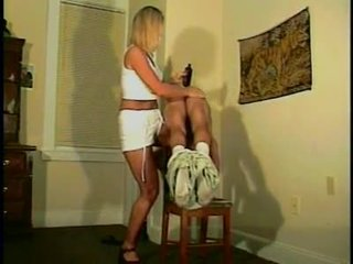 plezier afgedroogd, mooi femdom scène, controleren whipping vid