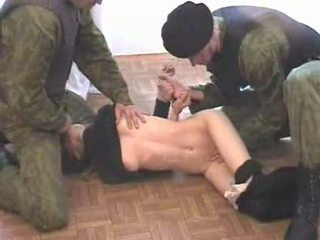 Two armée men brutalize terrorist vidéo