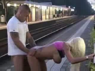 Public pipe et sexe à train station vidéo