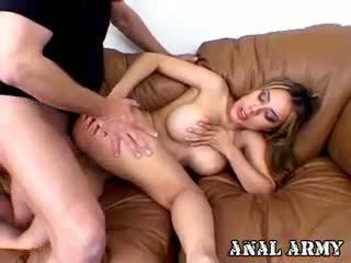 grote borsten, kindje, echt anaal neuken