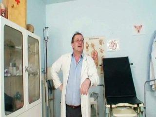 Viktorie Kinky Gyno Labia Speculum Scrutiny By Aged Doctor