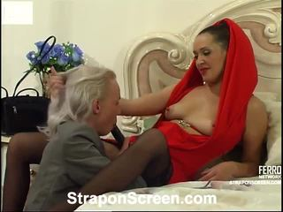 Helena y randolph mindblowing strapon película
