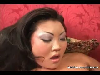 Brudne azjatyckie kurwa ssać i jazda anally a tłusta czarne chuj