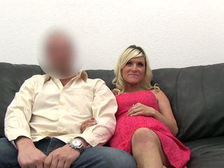 Baise enceinte blonde à la casting.