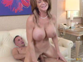 Mama watches unele entrancing porno și gets obraznic