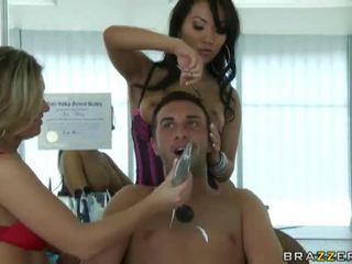 brunette porno, deepthroat kanaal, een grote tieten kanaal