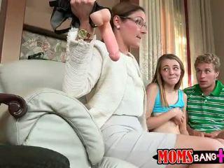 Sexig styvmamma ava hardy teaches par