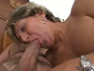 Granny prostituut xena has selline gaping holes