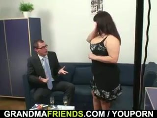 Ýaşy ýeten fatty gets nailed by two dicks