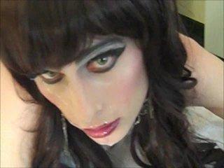 CD Hayley Star Gets Facial