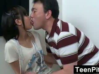 Asiática jovem grávida gets toyed com