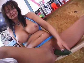 Vokiškas pierced mama su a agurkas video