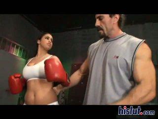 Whitney has גדול ציצים ש כונן שלה איגרוף trainer משוגע