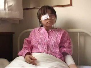 Joven japonesa zorra con ruptured tetas y anal injury