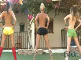 Trio гол lezzies създаване аеробика