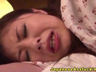 Asiatiskapojke japanska äldre i anala spela