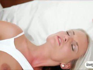 Sizzlin kuuma povekas vauva jessie jazz steamy seksi jälkeen bath