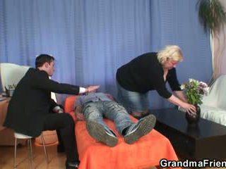 Double diversão para enorme avó