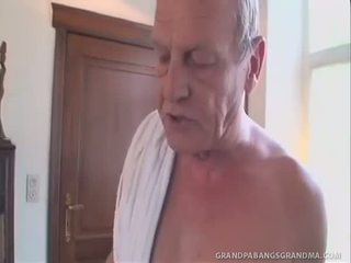 Greyhaired granny gets a double dipping kohta riist
