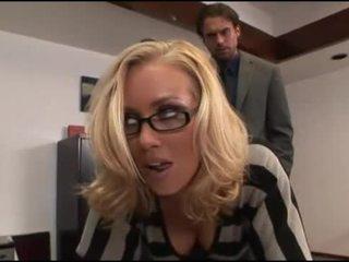 Nicole aniston văn phòng