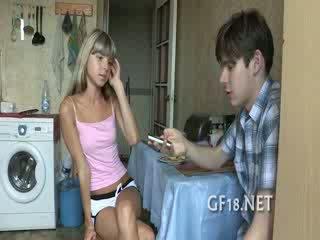 In potem po giving luštne roko delo ona decides da prikaži mu vse od ji skills v udarec.