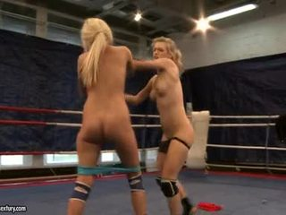 Laura kristály és michelle soaked fighting stripped