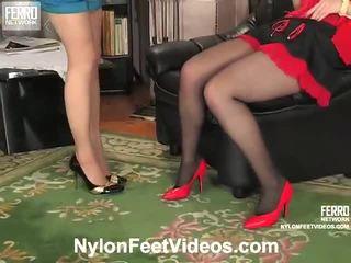 Ninon и agatha неприятен чорапогащи нозе филм действие