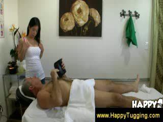 古い 男 enjoying ザ· extra spa services