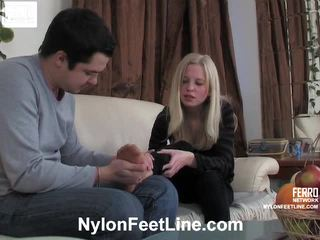 Paulina a adam punčocháče footfuck film