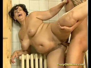 Si rambut coklat berpayu dara besar lama ibu fucked