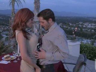 Червоний headed подруга jadra holly gives її boyfriend an фантастичний оральний stimulation
