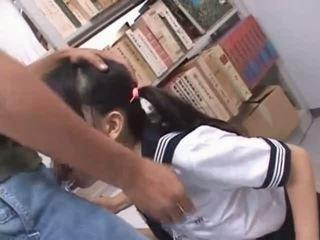 Brünett aasia suu perses raske sisse kool raamatukogu