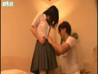 Japānieši skolniece apvainotas vecs vīrietis