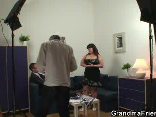 Kocaman titted bayan takes two cocks sonra photosession