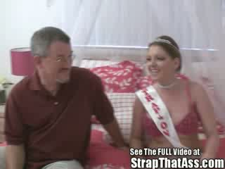 Submissive Robbie Gets a Gaping Analhole From The Strap onPrincess