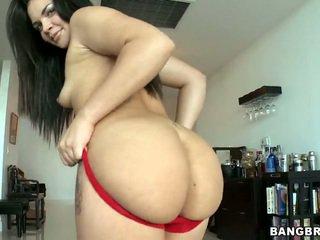 كبير بعقب امرأة سمراء violet vasquez removes لها أحمر سراويل