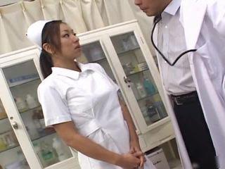 Japanisch Krankenschwester Seduces Patient
