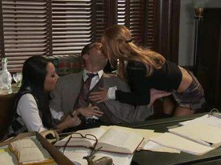 Asa akira kaip sharing a karštas penis su ally