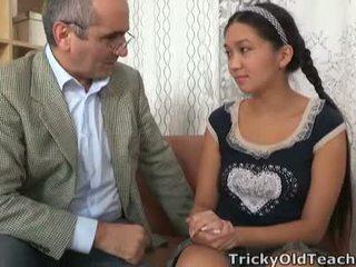 Tricky tua perv lecturer persuades asia cutie untuk menelan dia kekuasaan tool