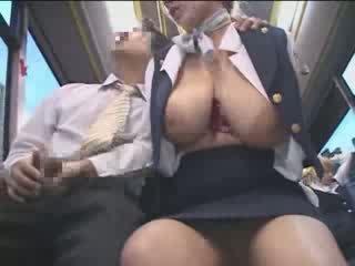 Με πλούσιο στήθος αμερικάνικο έφηβος/η χουφτωμένος/η σε ιαπωνία δημόσιο λεωφορείο βίντεο