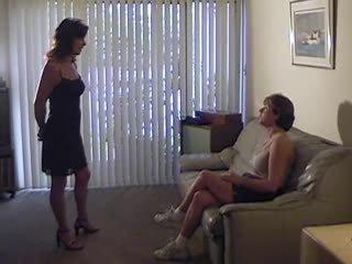 online lesbiennes thumbnail, femdom video-, plezier spanking film
