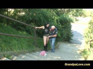 Bestefar knulling fin brunette