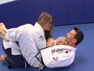 Schnecke gets einige extra karate lessons bei zuhause mit sie trainerã¢â€â™s schwanz