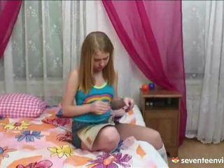 استمناء onto لها divan