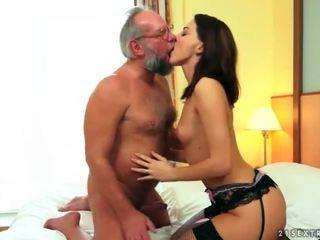 Ładne nastolatka ciesz się seks z dziadek