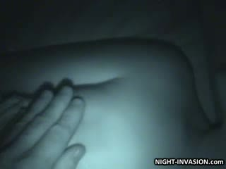 Búp bê stroking shaft trong ngủ